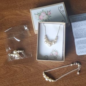Pearl and Silver necklace, bracelet and earrings